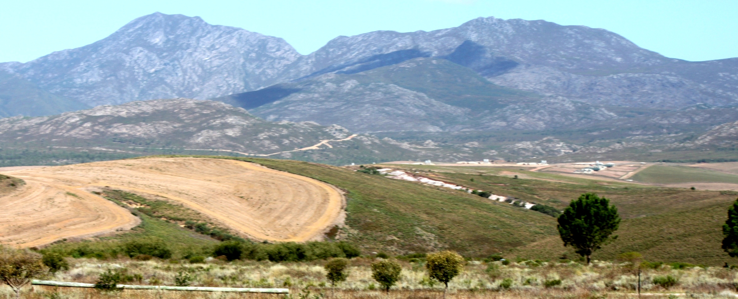 Maremmana Estate - views over Babylonstoren mountains